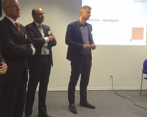 Hugo Verlind van Zalsman (rechts) beantwoord samen met Eef de Ridder (midden) en Peter Williams van Ricoh Europe vragen uit het publiek
